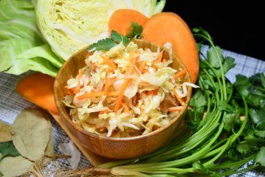 Квашенная капуста с морковью по-русски