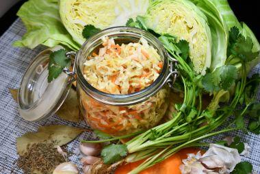 Квашенная капуста с морковью по-русски с тмином