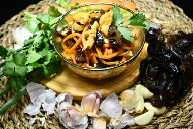 Морковь по-корейски с грибами и мясом